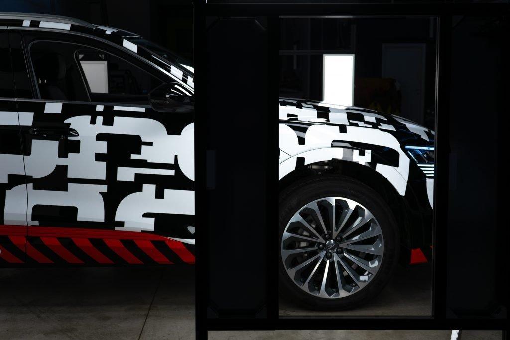Audi e-tron wrapping garage italia Q8