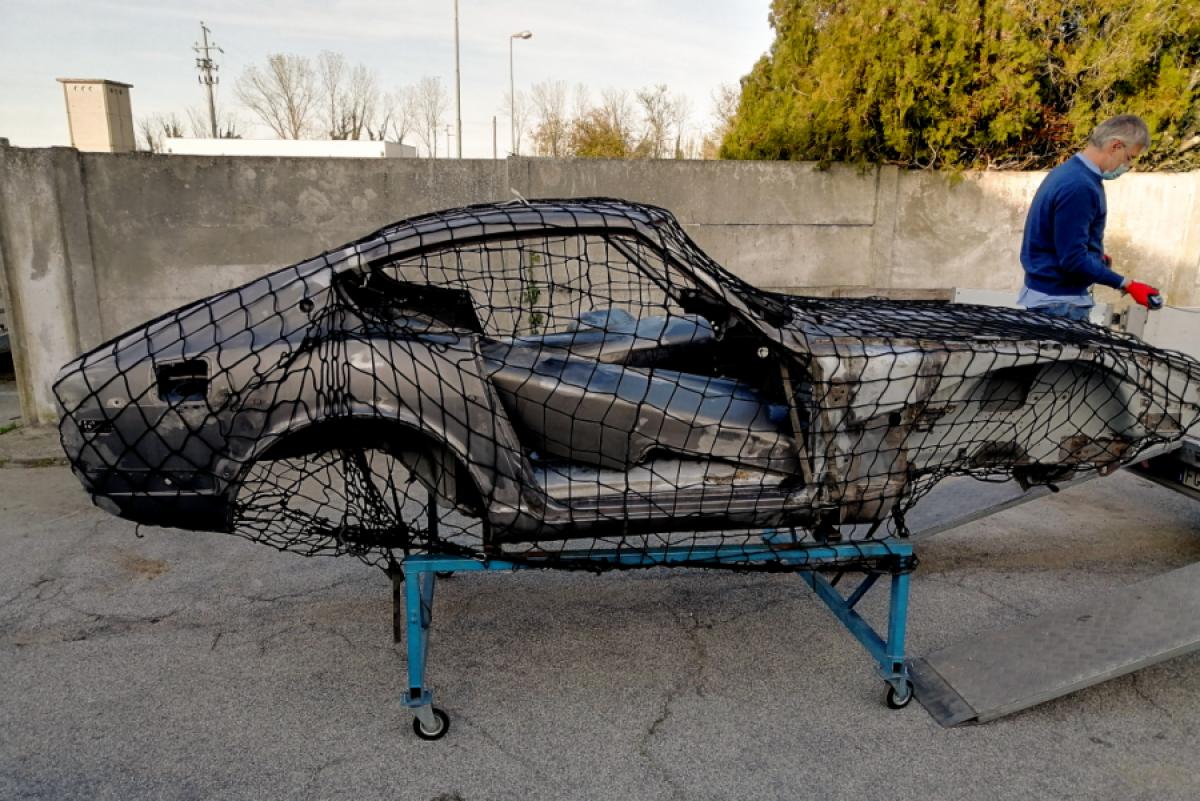 Smontaggio_Datsun_240Z_chassis